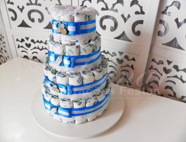 Bolo de Fraldas azul e branco de quatro andares