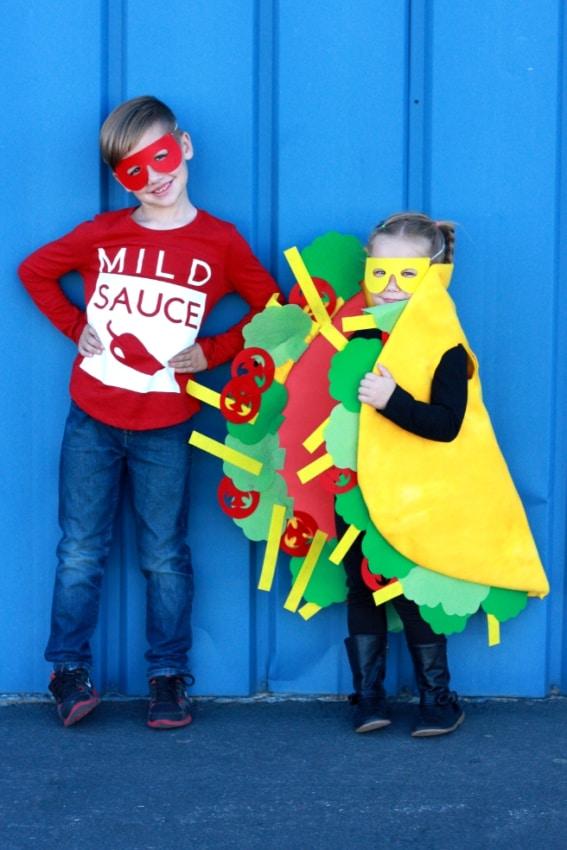 Crianças com fantasias de carnaval criativas