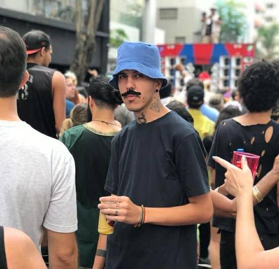 Fantasia de Carnaval masculina seu madruga