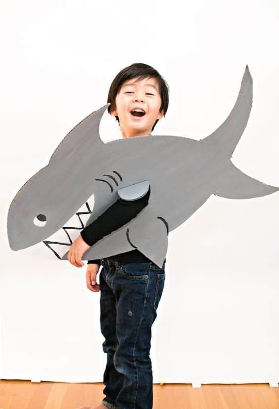Fantasia de tubarão para criança