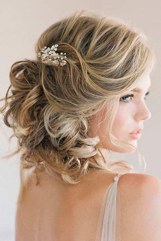 Penteado para casamento para noiva de cabelo médio