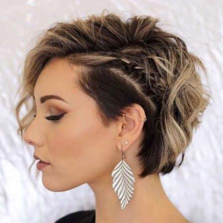 Penteado para convidada de casamento com cabelo curto