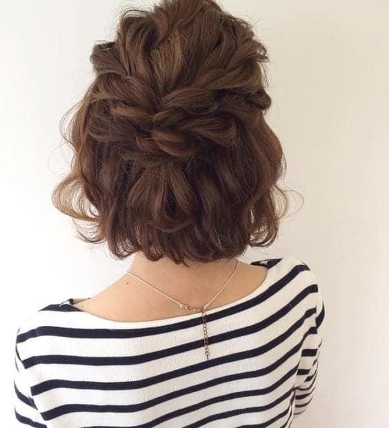 Trança despojada para cabelo curto