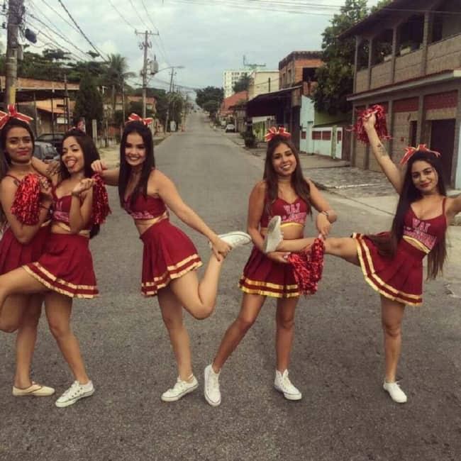 fantasia em grupo de cheerleader