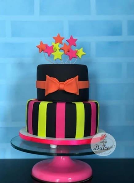 bolo de 2 andares neon