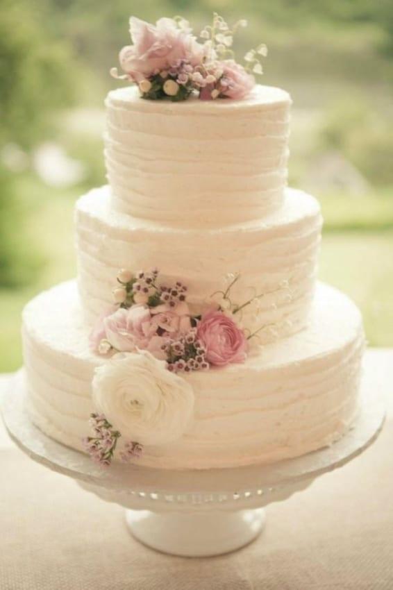 bolo de chantilly para casamento clássico