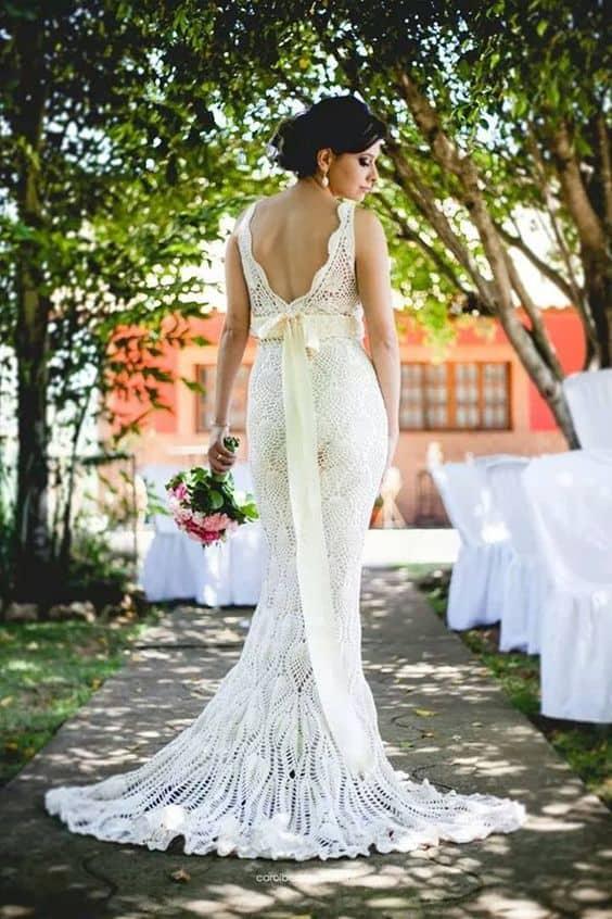 vestido de noiva sereia com cauda curta de crochê