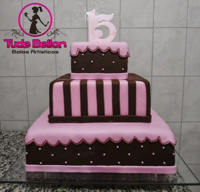 bolo de 15 anos rosa e marrom