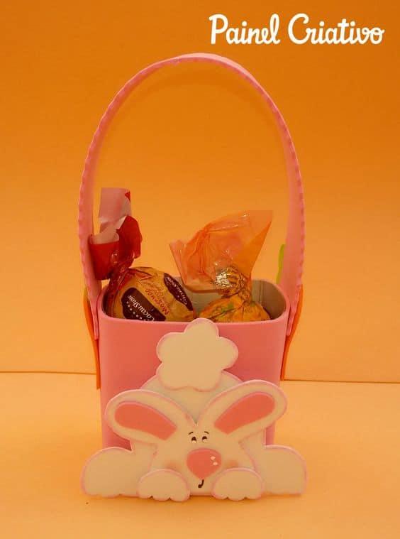 caixinha de chocolates decorada com EVA