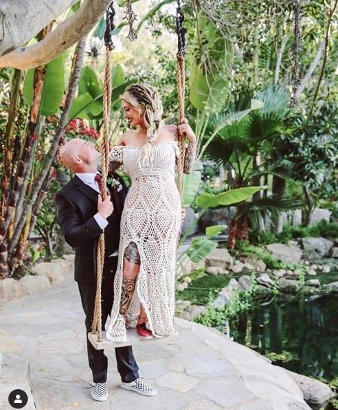vestido de noiva em crochê com decote ombro a ombro