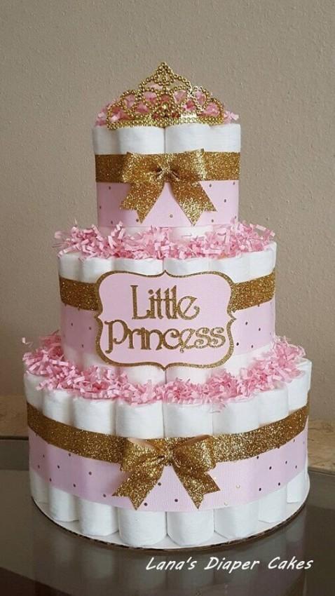 bolo de fralda de menina decorado com dourado