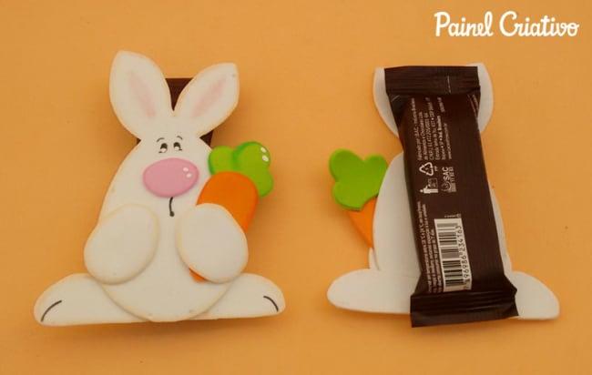 lembrancinha em EVA com barrinha de chocolate