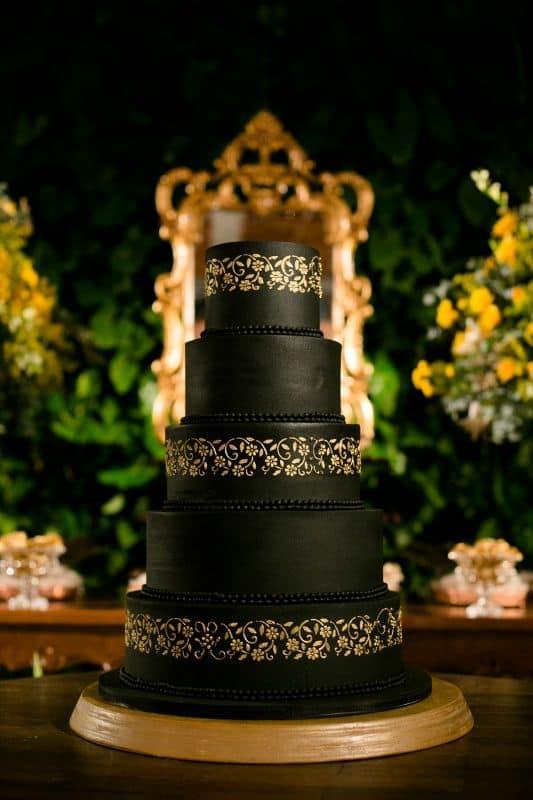 bolo de 15 anos preto e dourado