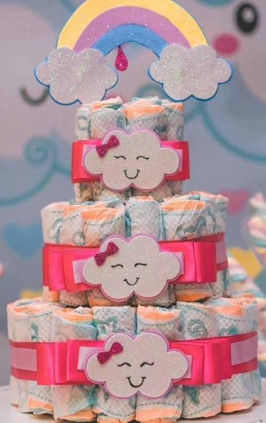 bolo de fralda chuva de amor decorado em EVA