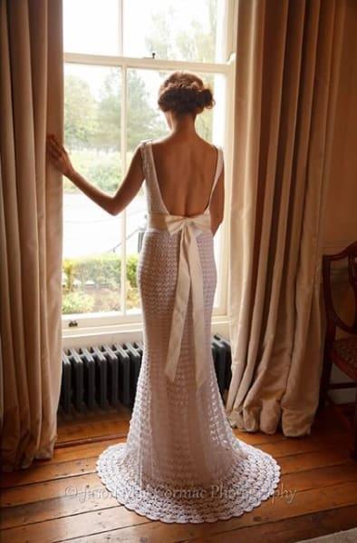 vestido de noiva de crochê com cauda curta