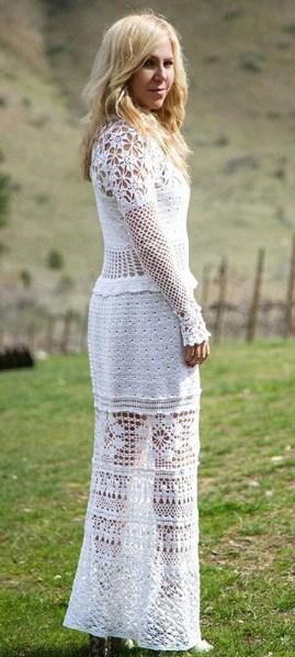 vestido de noiva reto com manga longa de crochê