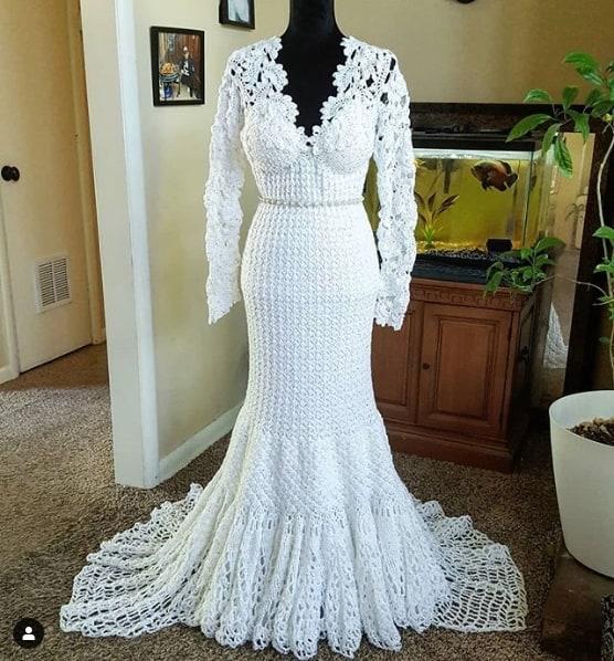 vestido de noiva de crochê com decote V