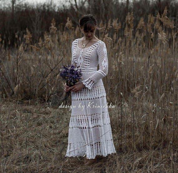 noiva com vestido simples de crochê