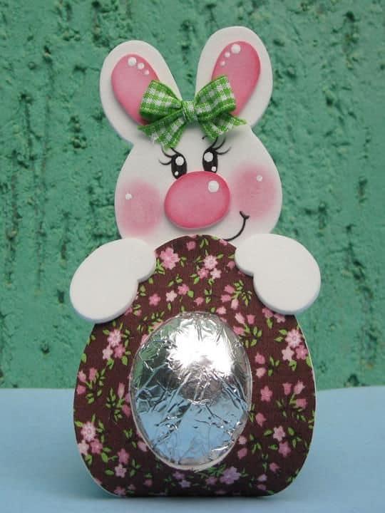 decoração de ovo de páscoa com EVA