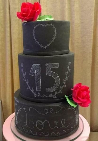 bolo de 15 anos decorado com giz