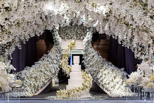 casamento de luxo decorado com orquídeas brancas
