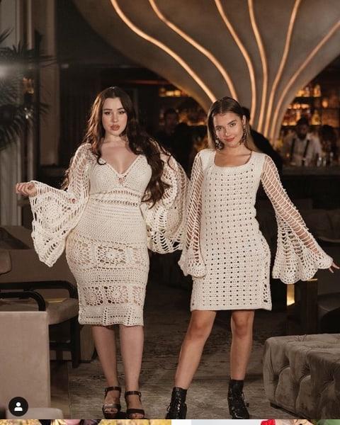 vestido curto de crochê para noiva