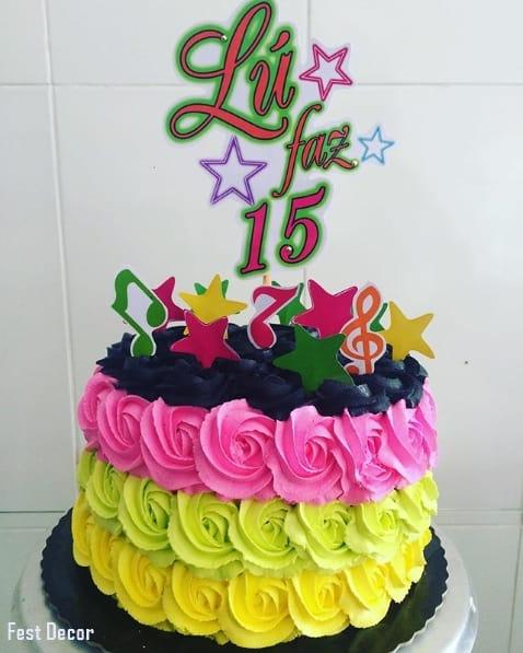 bolo de chantilly neon para 15 anos