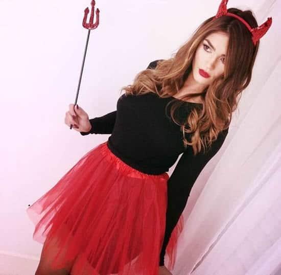 Fantasia de Carnaval feminina de diabinha com saia e blusa6