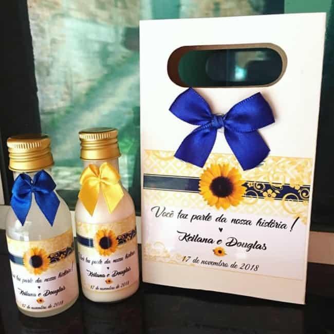 Opção de lembranças personalizadas para casamento girassol