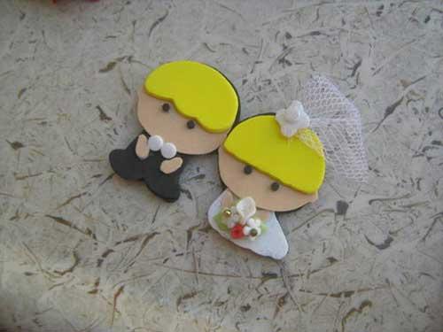 lembrancinha de casamento em EVA noivinhos