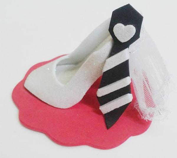 lembrancinha de casamento em EVA sapato e gravata