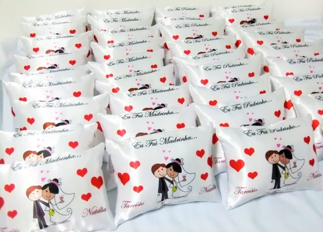 lembrancinha de casamento simples travesseiros