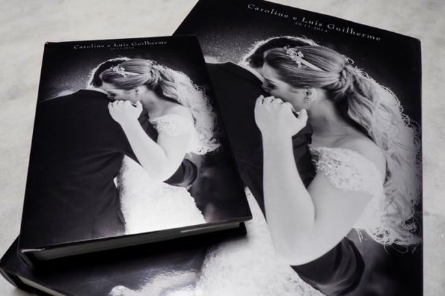 Álbum de casamento com foto dos noivos na capa35