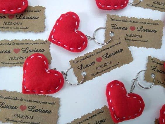 chaveiro de coração de feltro para casamento