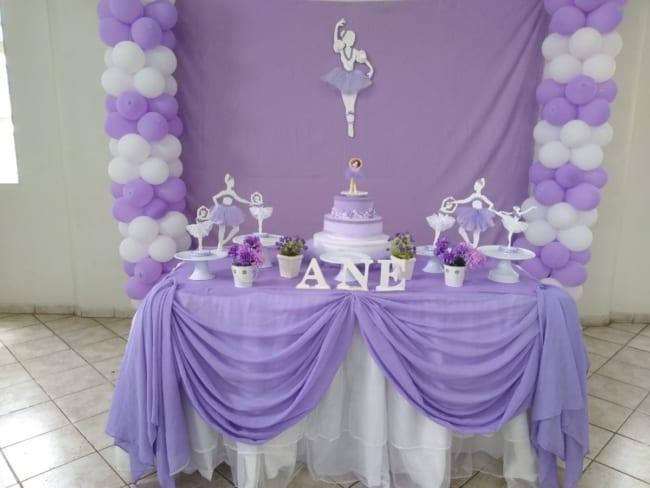 decoração simples de festa bailarina lilás
