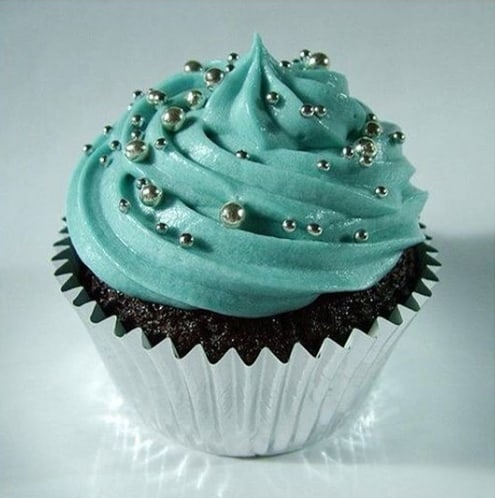 cupcake azul tiffany com confeitos prateados