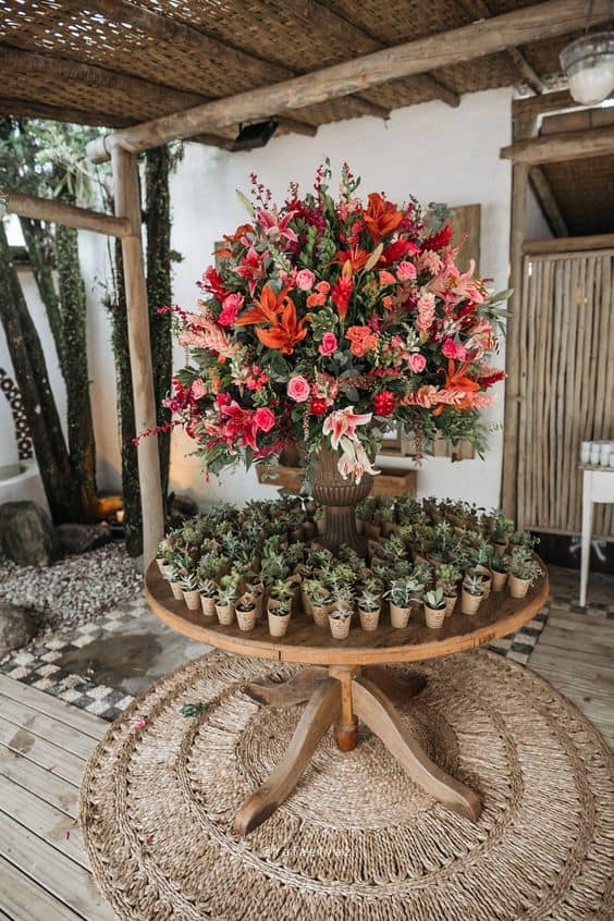 arranjo de flores grande para casamento rústico