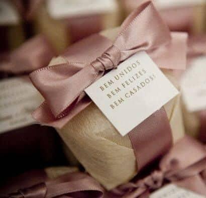 embalagem de bem casado para lembrancinha de casamento