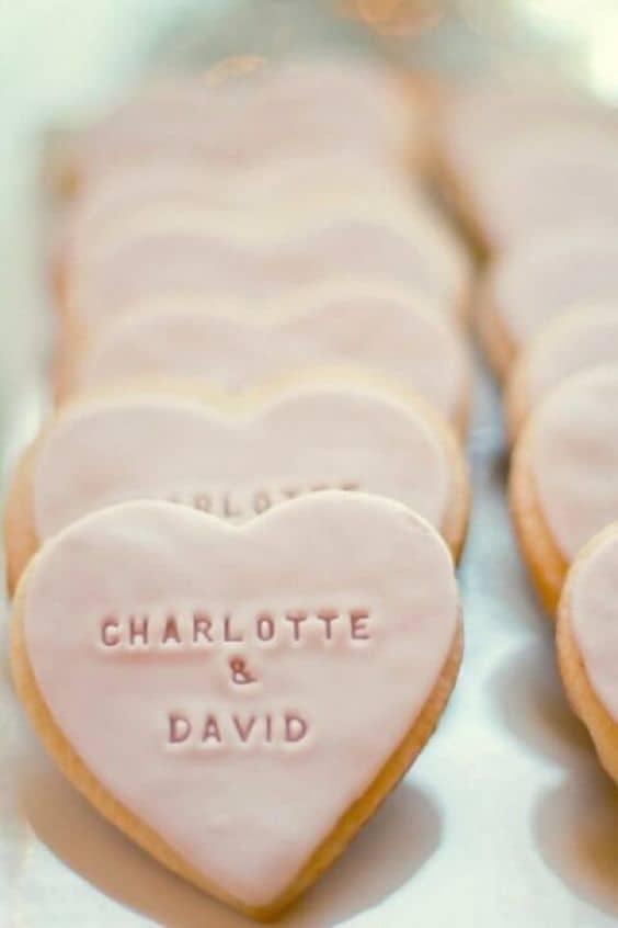 biscoito decorado para lembrancinha de casamento