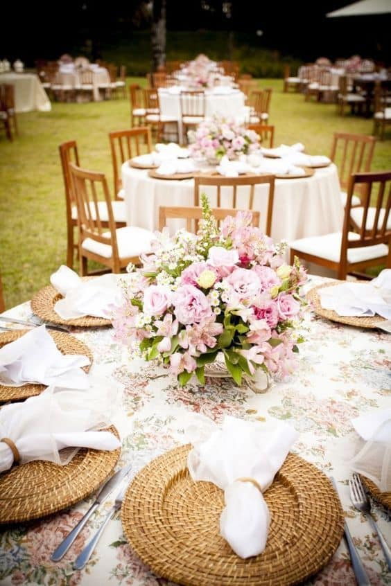 centro de mesa para festa de casamento ao ar livre