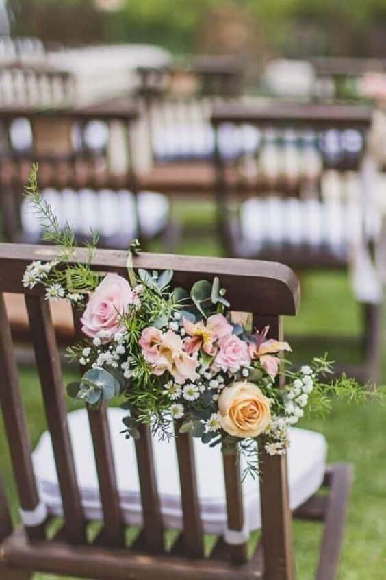 arranjos de flores pequenos para casamento ao ar livre