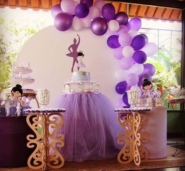 decoração em roxo e lilás para chá de bebê bailarina