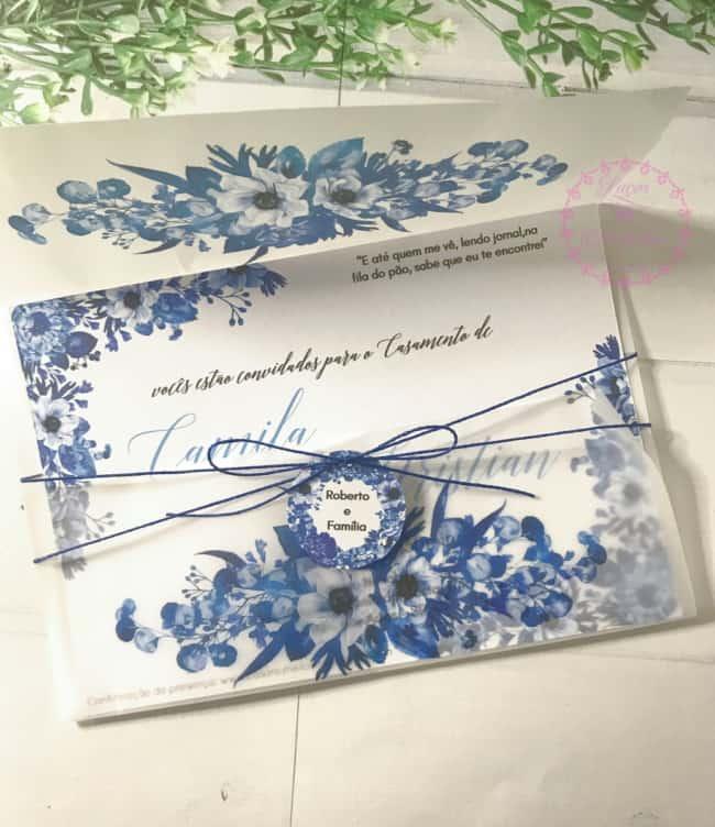 Convite de casamento em papel liso com flores azuis21
