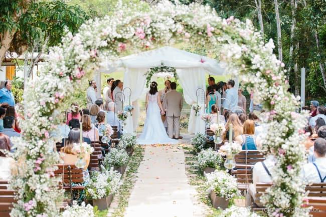 Decoração de cerimônia de casamento de dia