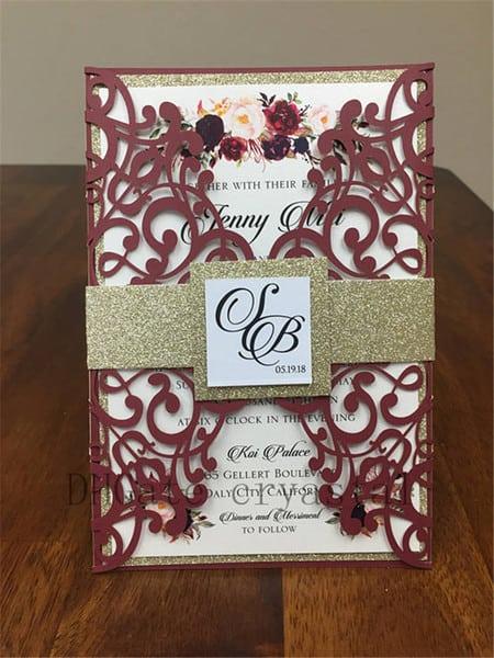 Envelope rendado marsala para convite de casamento
