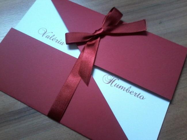 Envelope simples na cor marsala