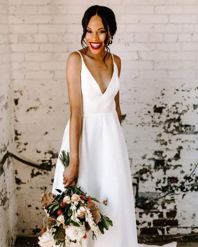 Noiva com vestido simples