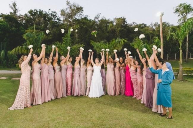 Noiva e madrinhas em casamento de dia