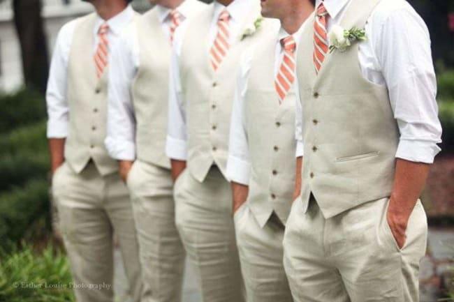 Padrinhos com gravata e colete