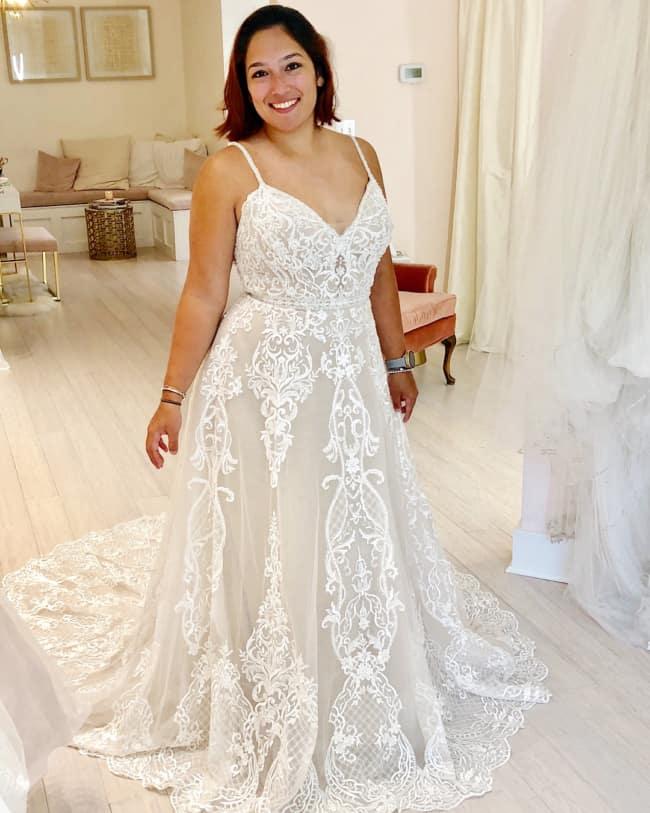Veja vestido de noiva plus size rendado evasê